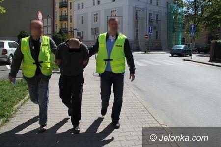 Jelenia Góra: Napadli na policjantów, mieli narkotyki – posiedzą