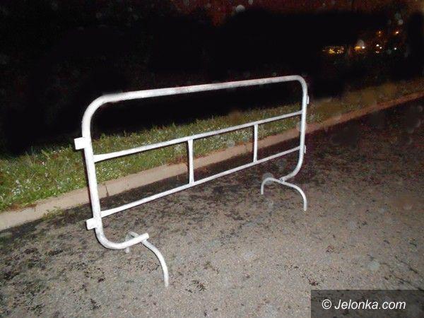 Jelenia Góra: Ukradł bariery i wiózł je na rowerze