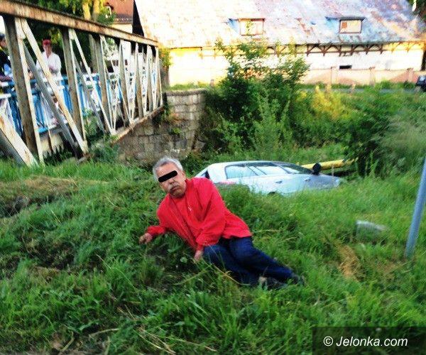 Mysłakowice: Pijany kierowca uderzył w ogrodzenie i wjechał do rzeki