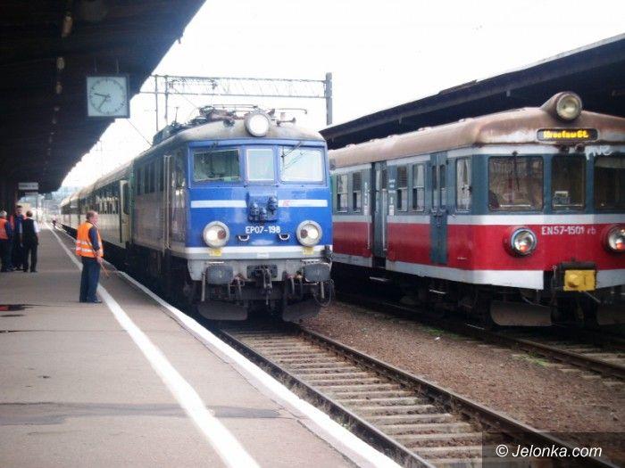 Region: Walczą o kolejowe połączenia ze stolicą Karkonoszy i …