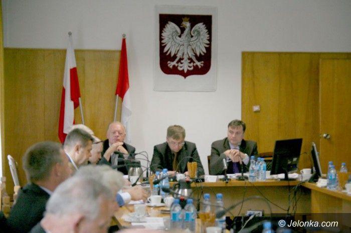 Powiat: Ostatnia przed wakacjami sesja Rady Powiatu