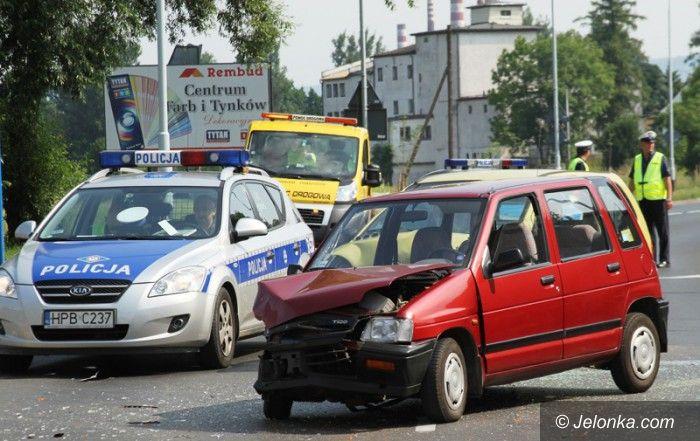 Jelenia Góra: Zderzenie na Wolności. Dwie osoby w szpitalu