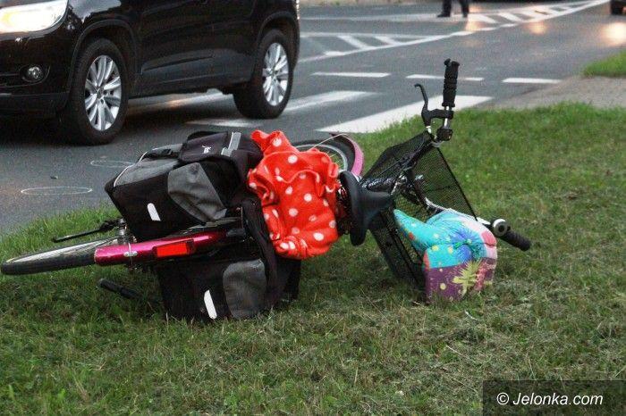 Jelenia Góra: Potrącenie kobiety z dzieckiem na pasach