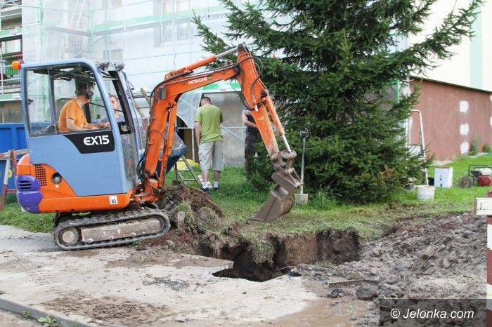 Jelenia Góra: Spór o sieć opóźnił usuwanie awarii wody