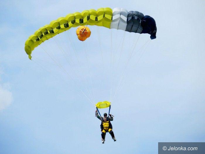 Jelenia Góra: Wyczyn na 82. urodziny: Skok ze spadochronem