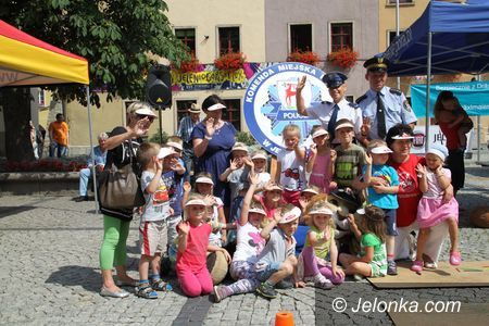 Jelenia Góra: Bezpieczne wakacje z jeleniogórskimi policjantami