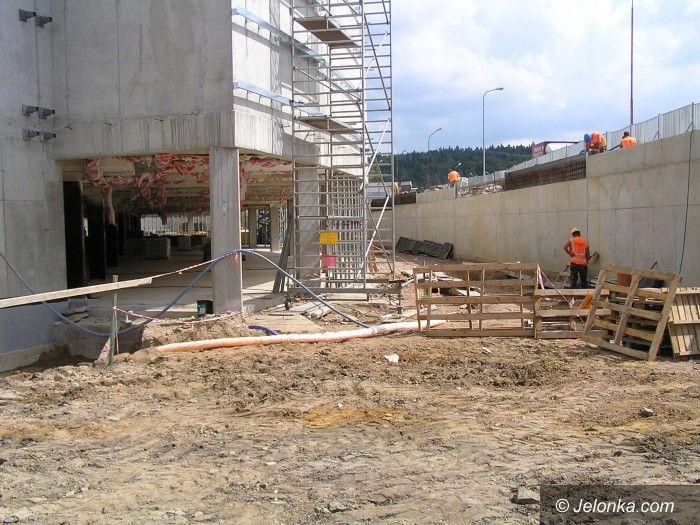 Jelenia Góra: Wznowiono prace przy budowie Galerii Sudeckiej