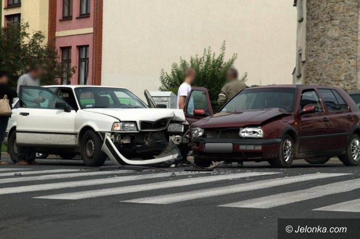 Jelenia Góra/Kraj: Niebezpiecznie na drodze. Trzy osoby w szpitalu