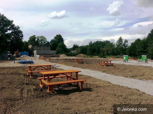 Janowice Wielkie: Rewitalizacja terenu po byłym basenie w Janowicach Wielkich