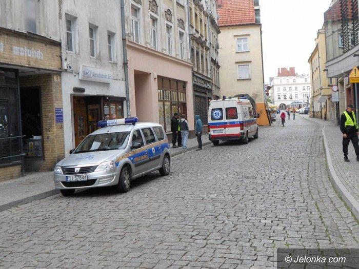 Jelenia Góra: Ukradł portfel pijanemu koledze leżącemu na chodniku