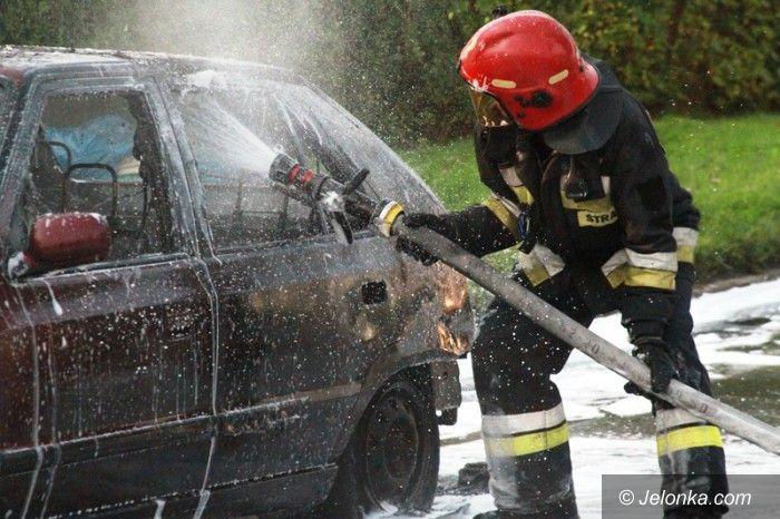 Jelenia Góra: Płonął samochód na Jana Pawła II