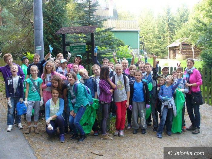 Region: Uczniowie z Janowic Wielkich porządkowali szlaki