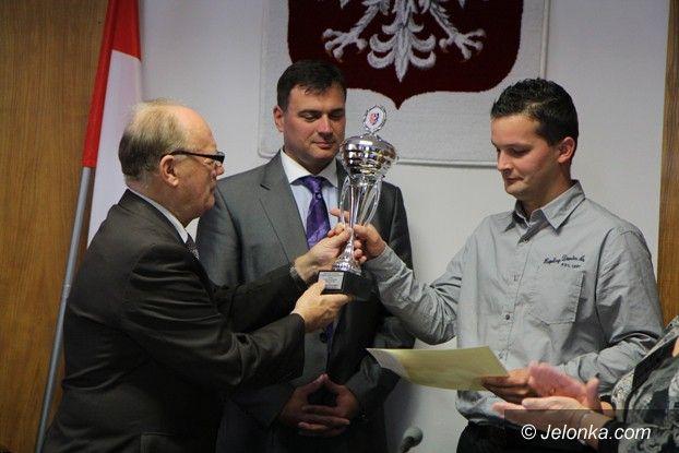 Powiat: Nagrody dla sportowców w jeleniogórskim starostwie