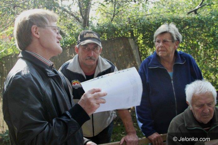 Jelenia Góra: Mieszkańcy: Bomba epidemiologiczna wciąż tyka