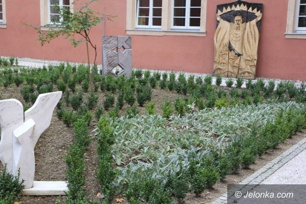 Jelenia Góra: Jedyny wirydarz klasztorny odzyskał  świetność