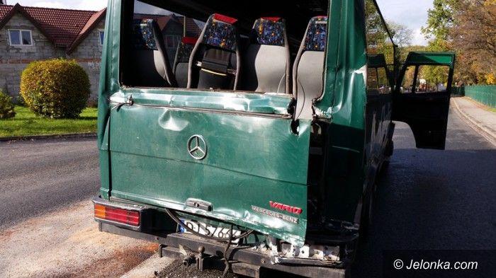Region: Ciężarówka wjechała w jeleniogórskiego busa z pasażerami