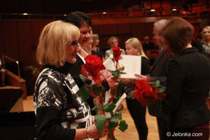 Jelenia Góra: Deszcz nagród i wyróżnień w Dniu Edukacji