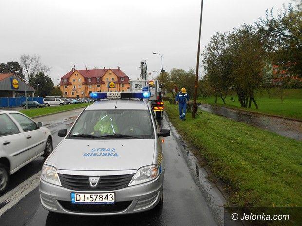 Jelenia Góra: Kierowca tira uszkodził latarnię