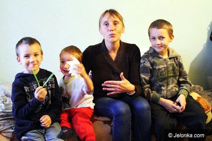 Jelenia Góra: Rodzina z czwórką dzieci w matni długów
