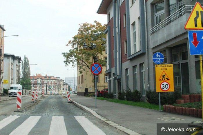 Jelenia Góra: Fragment ulicy 1 Maja zamknięty