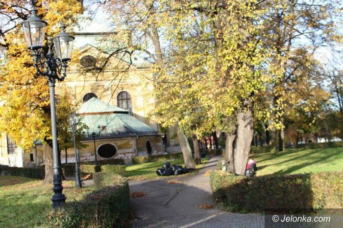 Jelenia Góra: Park przy kościele z zakazem wprowadzania psów