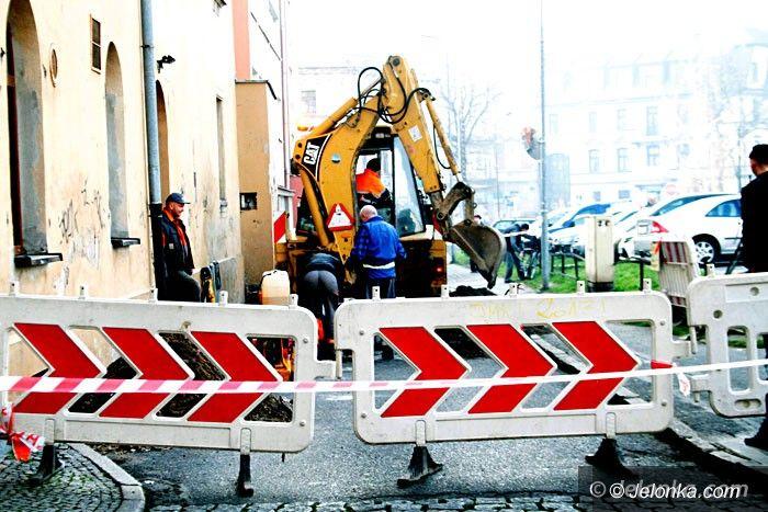 Jelenia Góra: Rozszczelnienie sieci gazowej na Placu Ratuszowym