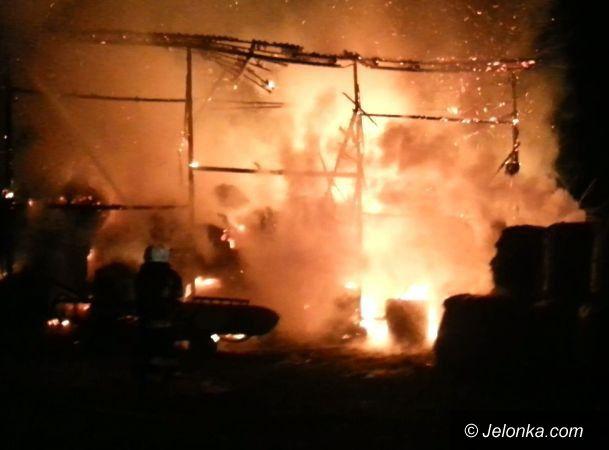 Podgórzyn: Spłonęła stodoła z trzystoma belami siana