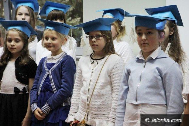 Jelenia Góra: Mali studenci dostali wczoraj indeksy