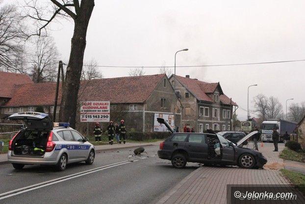 Jelenia Góra: Wypadek w Maciejowej, droga jest nieprzejezdna (Aktualizacja)