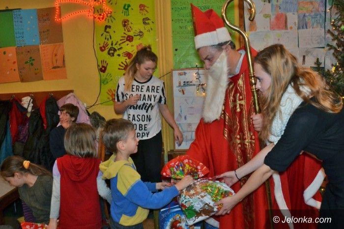 Jelenia Góra: Mikołaj obdarował dzieci z cieplickiej świetlicy