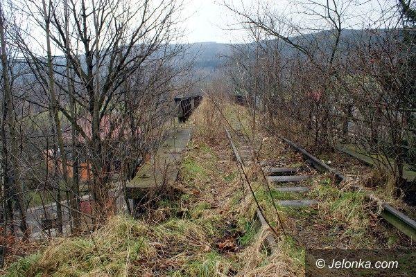 Kowary: Rozkradają zabytkowy wiadukt w Kowarach
