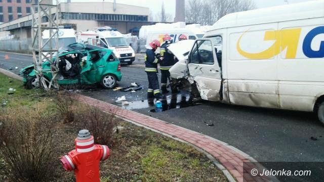 Jelenia Góra: Wypadek koło Jelchemu. Trzy osoby w szpitalu