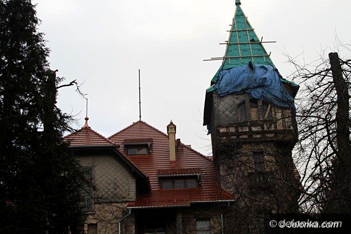 Jelenia Góra: Co z remontem dachu na zabobrzańskim pałacyku?