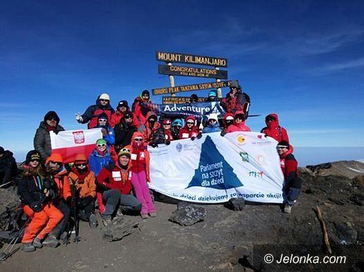 Polska: Parlamentarzyści zdobyli Kilimandżaro dla chorych dzieci