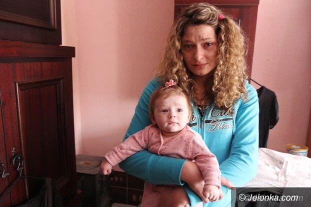 Jelenia Góra: Samotna matka walczy o godne życie dla siebie i córeczki