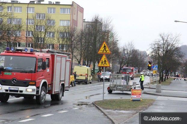 Jelenia Góra: Wyciek gazu na Różyckiego, ulica jest zamknięta