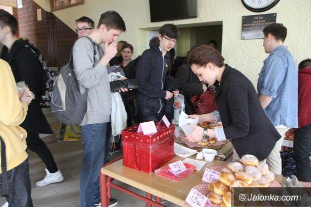 Jelenia Góra: Dzisiaj II LO pełne pączków w różnych smakach