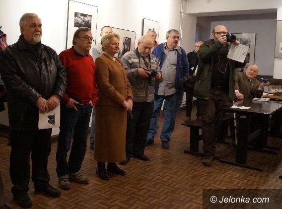Jelenia Góra: Wystawa fascynacji fotograficznych pod Brązowym Jeleniem