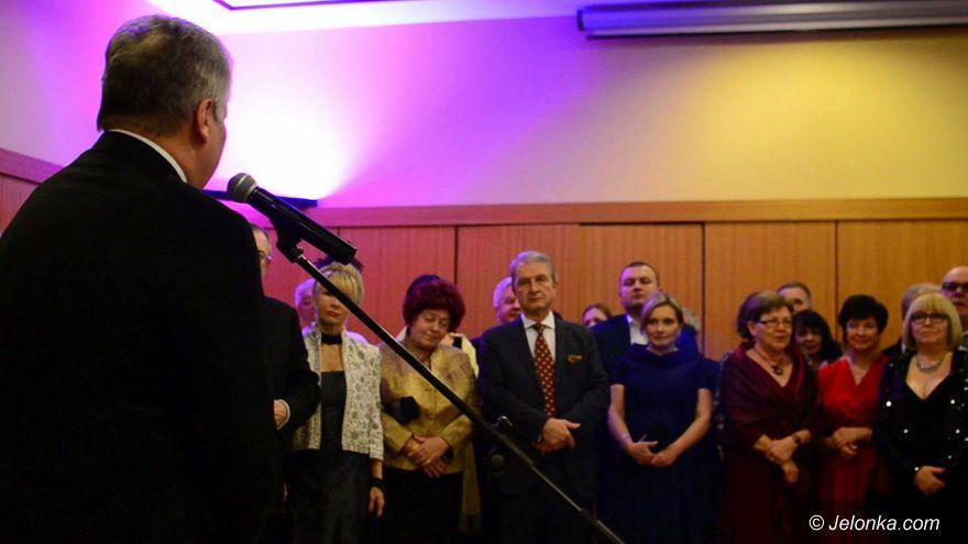 Jelenia Góra: Na balu zbierali dla uzdolnionej młodzieży