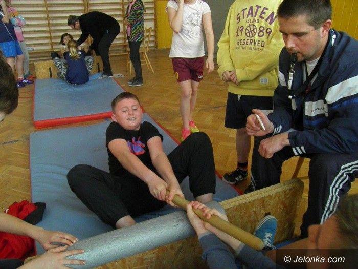 Jelenia Góra: Zawody MasWrestling w SP 8