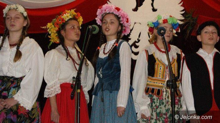 Jelenia Góra: Patriotycznie w Młodzieżowym Domu Kultury