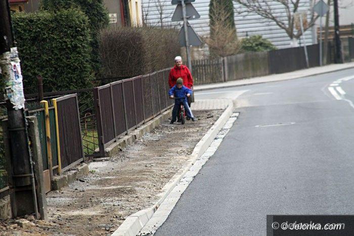 Jelenia Góra: Remont Wojewódzkiej bez chodnika