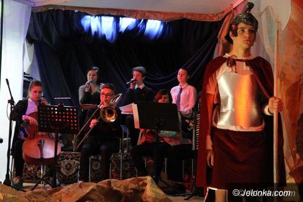 Jelenia Góra: Młodzi artyści z Łomnicy chwycili za serce publiczność