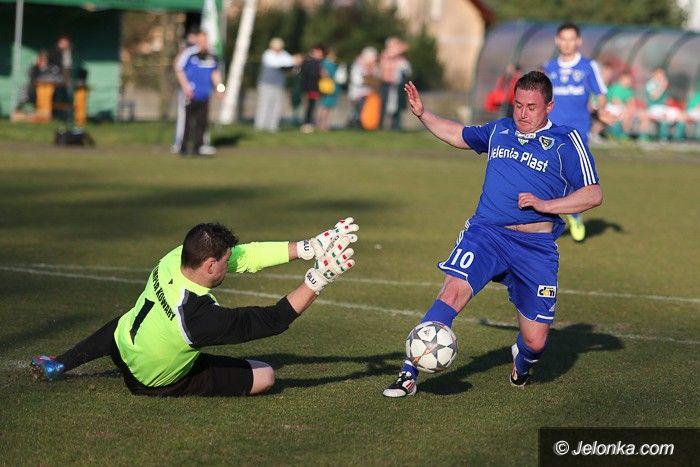 Kowary: Piękne gole ozdobą meczu w Kowarach