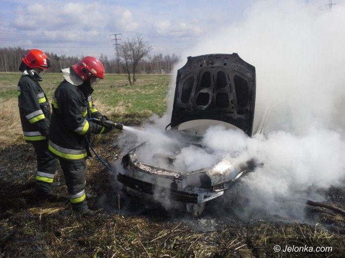 Jelenia Góra: Płonął samochód z miedzianymi kablami