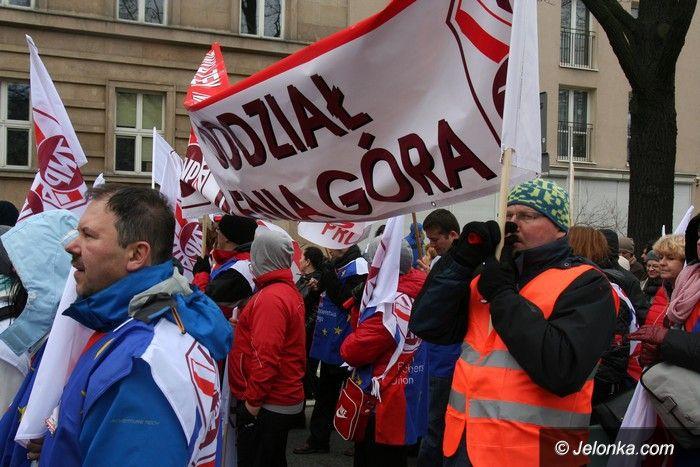 Warszawa/Jelenia Góra: Marsz pod siedzibę rządu z udziałem jeleniogórzan