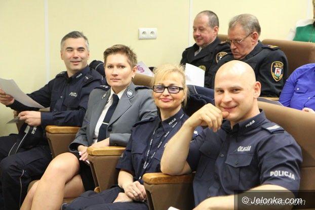 Jelenia Góra: Debatowali jak walczyć z przemocą w rodzinie