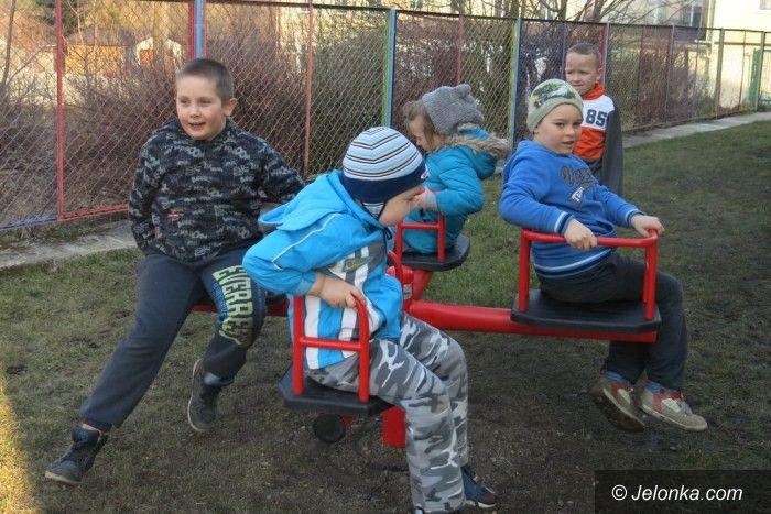 Janowice Wielkie: Nowe urządzenia na placu zabaw w Janowicach Wielkich