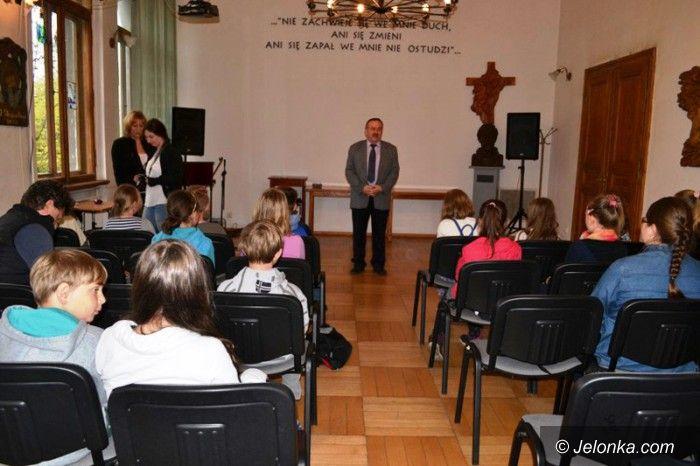 """Jelenia Góra: Studenci Uniwersytetu Dziecięcego w """"Rzemiosłach"""""""