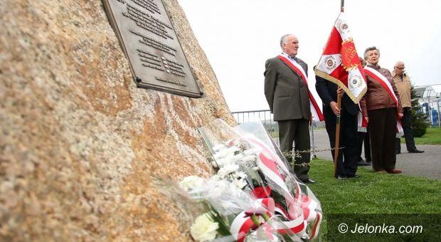 Jelenia Góra: Uczczono pamięć zamordowanych lotników alianckich